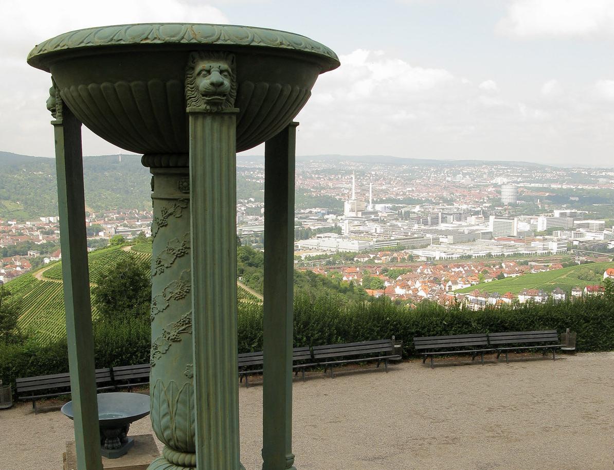 Säulen am Eingang der Grabkapelle auf dem Württemberg; Foto: Staatliche Schlösser und Gärten Baden-Württemberg, Julia Haseloff