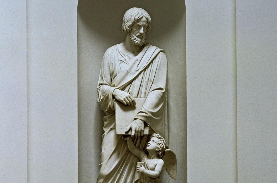 Statue des Evangelisten Matthäus in der Grabkapelle auf dem Württemberg; Foto: Staatliche Schlösser und Gärten Baden-Württemberg, Arnim Weischer