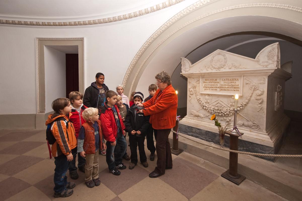 Kinderführung in der Grabkapelle; Foto: Staatliche Schlösser und Gärten Baden-Württemberg, Ortsverwaltung Ludwigsburg
