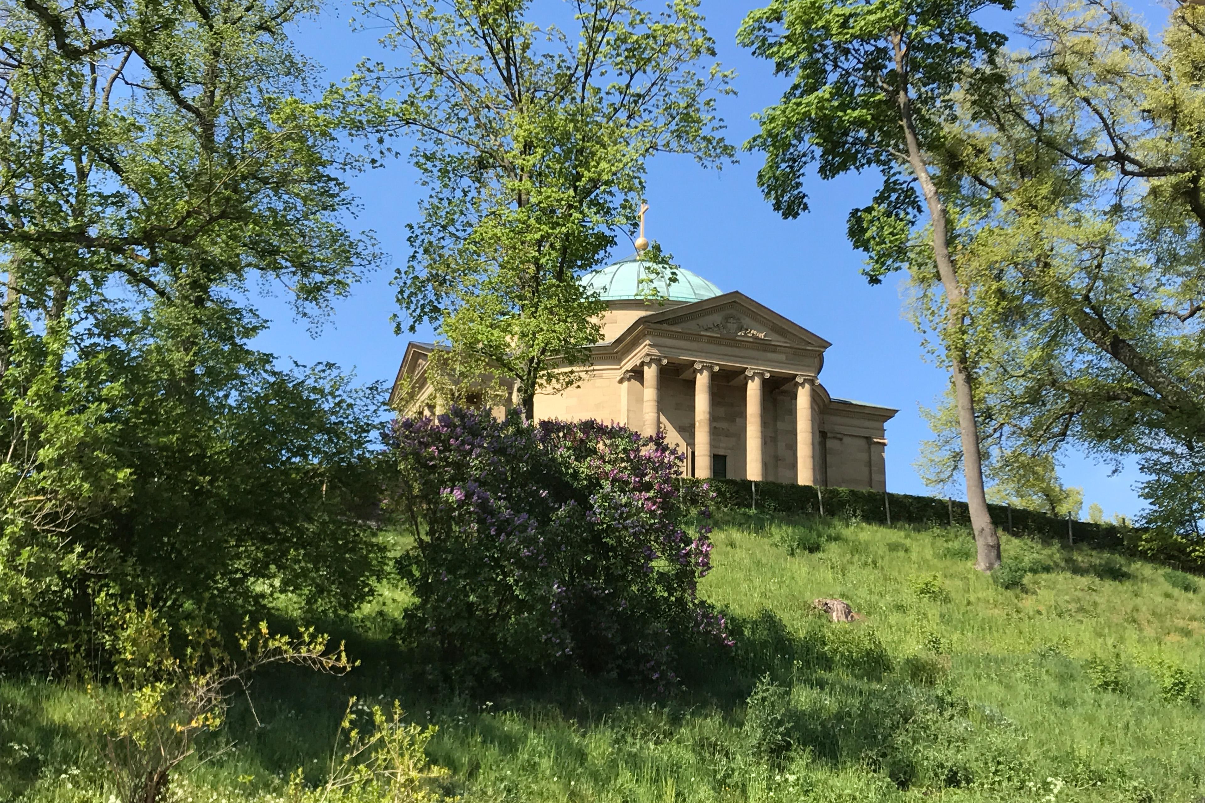 Frontansicht der Grabkapelle mit Treppenaufgang; Foto: Staatsanzeiger für Baden-Württemberg, Petra Schaffrodt