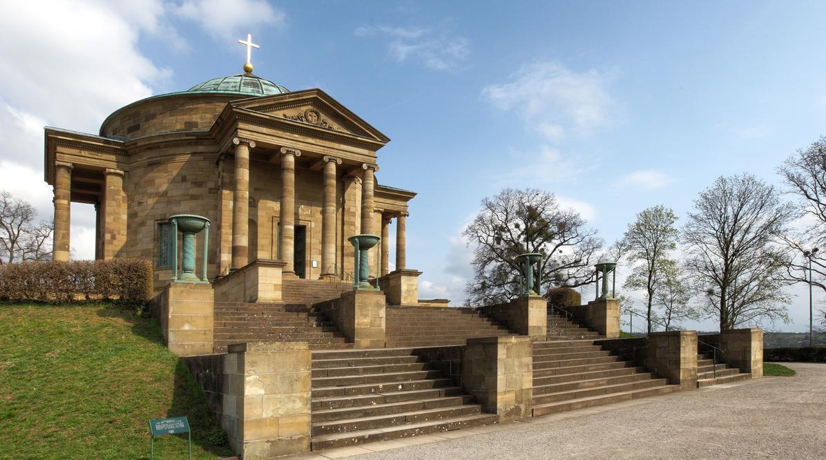 Seitliche Außenansicht der Grabkapelle  auf dem Württemberg; Foto: Staatliche Schlösser und Gärten Baden-Württemberg, Roland Rossner