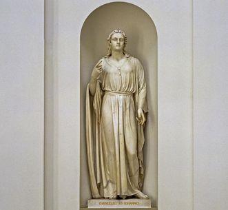 Statue des Evangelisten Johannes in der Grabkapelle auf dem Württemberg; Foto: Staatliche Schlösser und Gärten Baden-Württemberg, Arnim Weischer