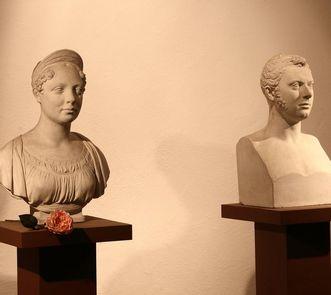 Busts of Katharina and Wilhelm I at the Sepulchral Chapel on Württemberg Hill. Image: Staatliche Schlösser und Gärten Baden-Württemberg, Roland Rossner