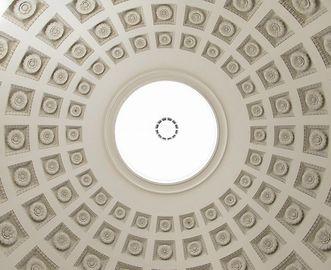 Blick auf die Kuppel der Grabkapelle auf dem Württemberg